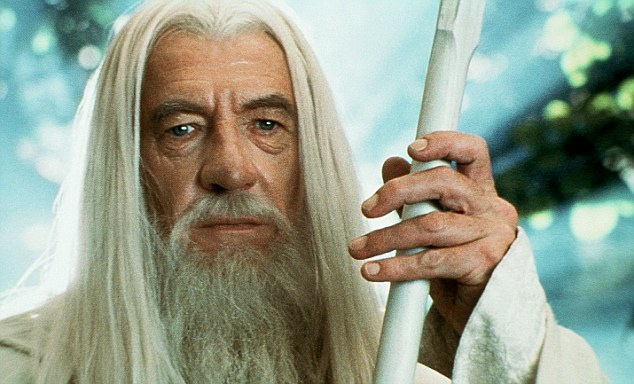 IAN MCKELLEN Film 'THE LORD OF THE RINGS: THE TWO TOWERS' (2002) Directed By PETER JACKSON 18 December 2002 CTP48607 Allstar/Cinetext/NEW LINE CINEMA **WARNING** This photograph can only be reproduced by publications in conjunction with the promotion of the above film. For Editorial Use Only